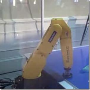 Robot_PLaying_Airhockey_062508