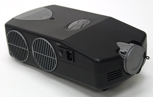 Olens XPJ Projector Gives a Big Screen on a Budget